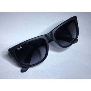 Ray-Ban Sunglasses | RB 4165 Justin 60/86